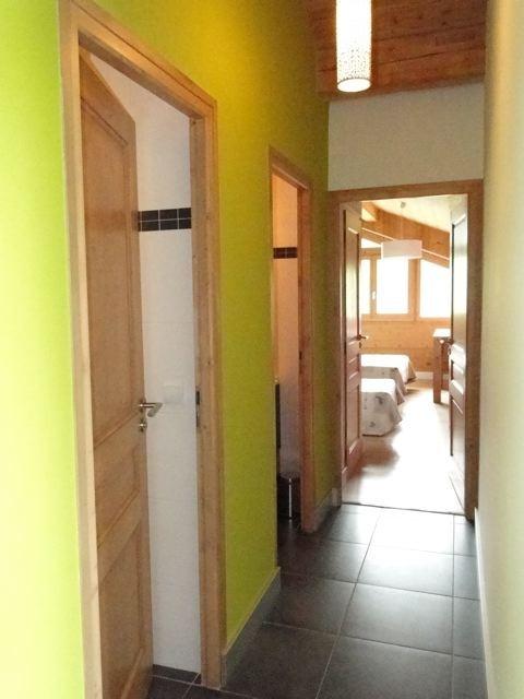 Fleur-des-Alpes-3-Rhododendron-couloir-location-appartement-chalet-Les-Gets