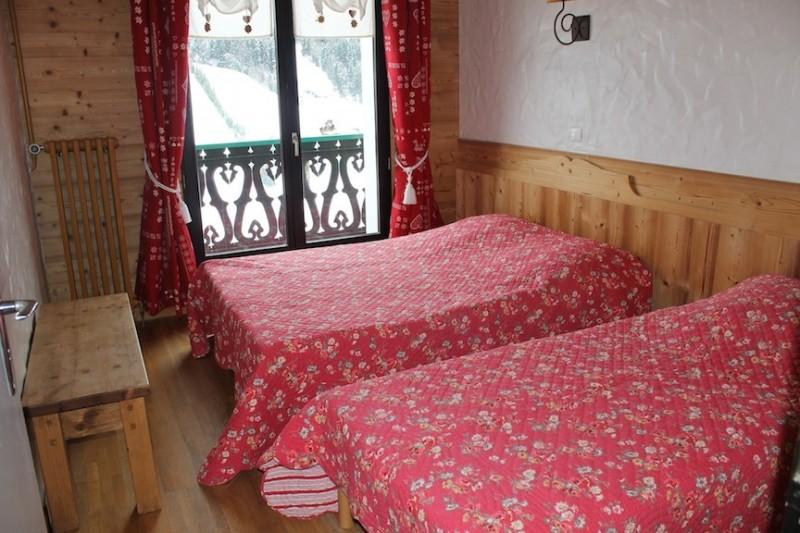 Fleur-des-Alpes-4-Edelweiss-chambre-lits-doubles-location-appartement-chalet-Les-Gets