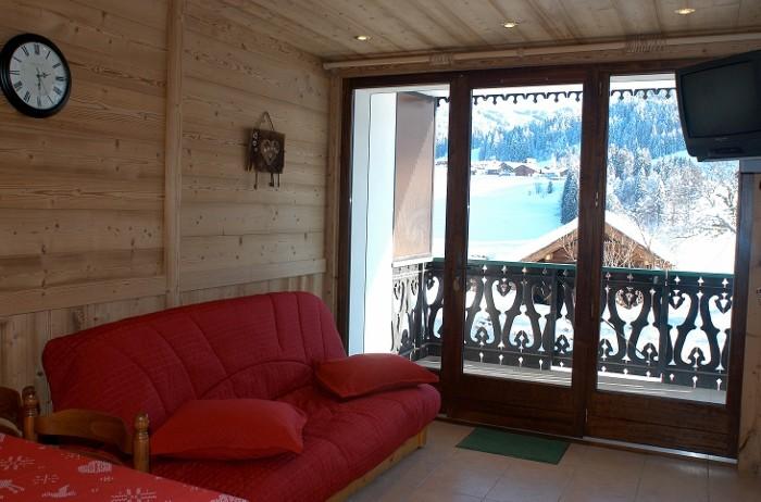 Fleur-des-Alpes-5-Lys-Martagon-salon1-location-appartement-chalet-Les-Gets