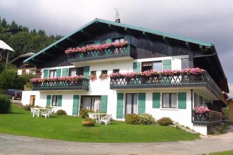 Fleur-des-Alpes-6-Gentiane-exterieur-ete-location-appartement-chalet-Les-Gets