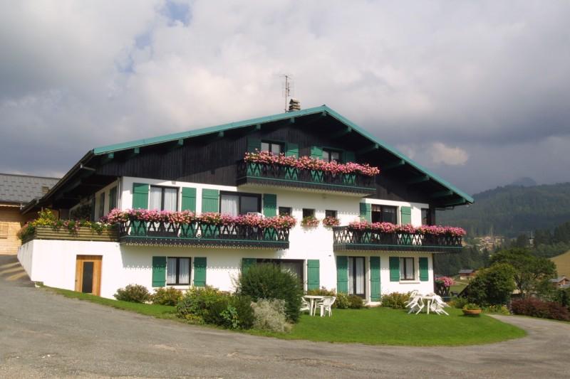Fleur-des-Alpes-6-Gentiane-exterieur-ete1-location-appartement-chalet-Les-Gets
