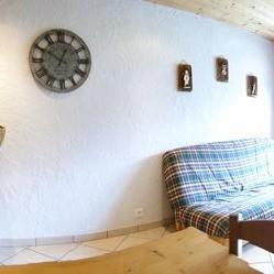 Fleur-des-Alpes-6-Gentiane-salon1-location-appartement-chalet-Les-Gets
