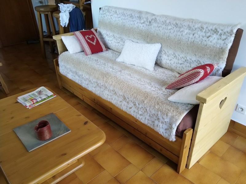 Floriere-3-salon-canape-location-appartement-chalet-Les-Gets