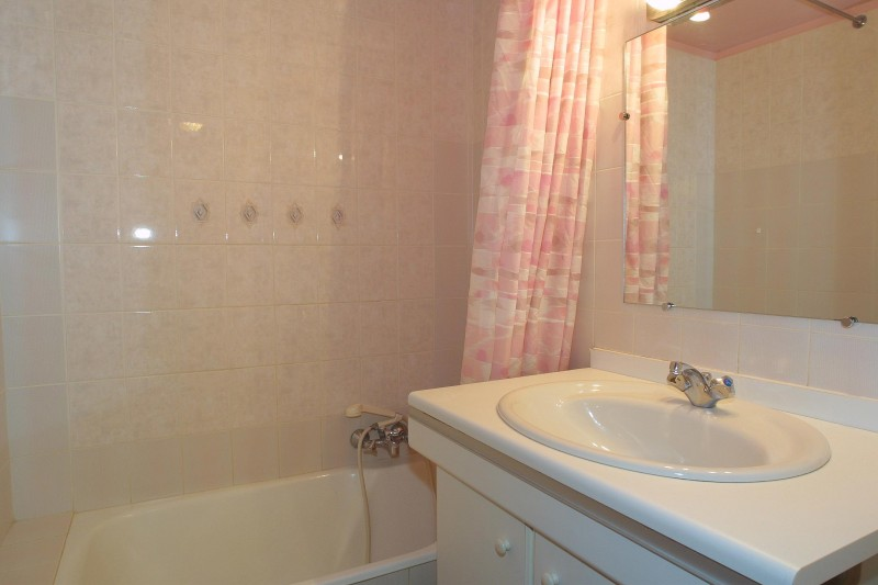 Forge-B-salle-de-bain-location-appartement-chalet-Les-Gets