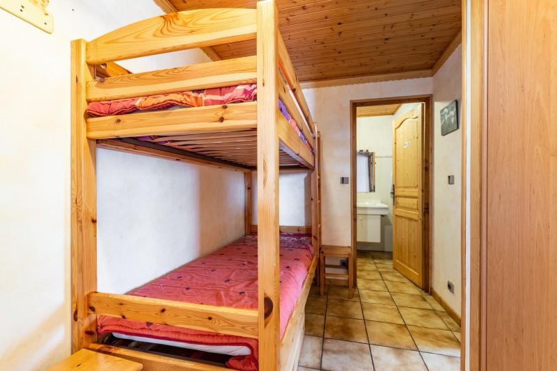 Forge-C-lits-superposes-couloir-location-appartement-chalet-Les-Gets