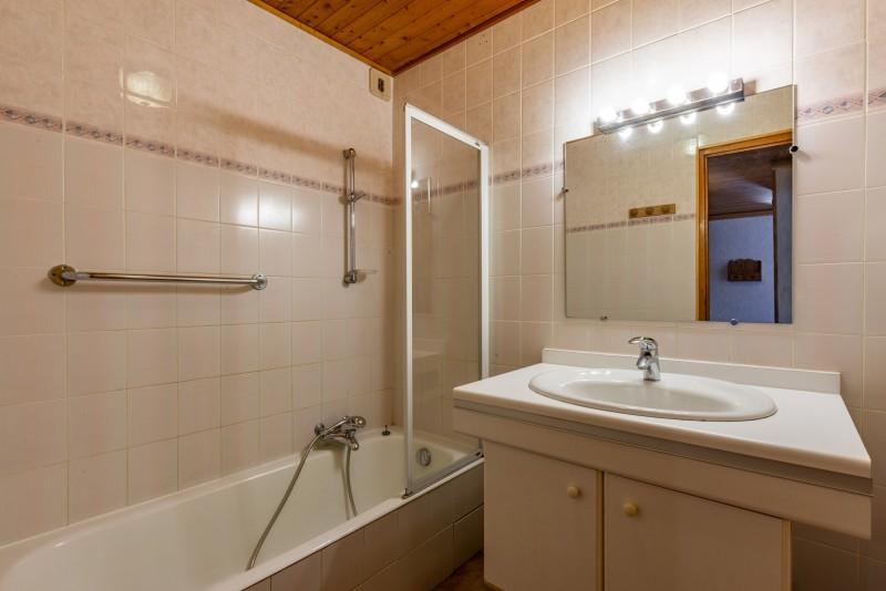 Forge-C-salle-de-bain-location-appartement-chalet-Les-Gets