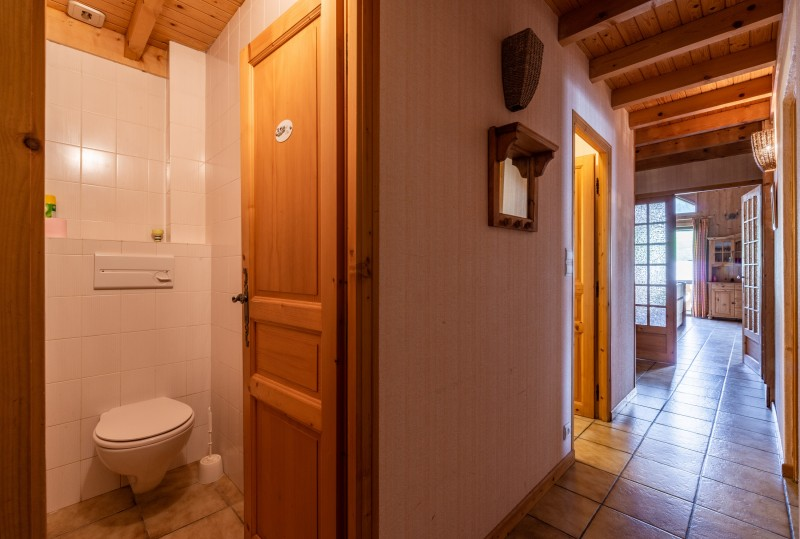Forge-F-couloir-wc-location-appartement-chalet-Les-Gets