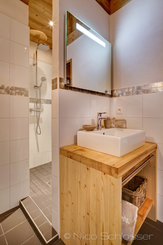 Grand-Canyon-1-salle-de-bain-douche-location-appartement-chalet-Les-Gets