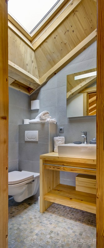 Grand-Canyon-1-salle-de-bain-wc-location-appartement-chalet-Les-Gets