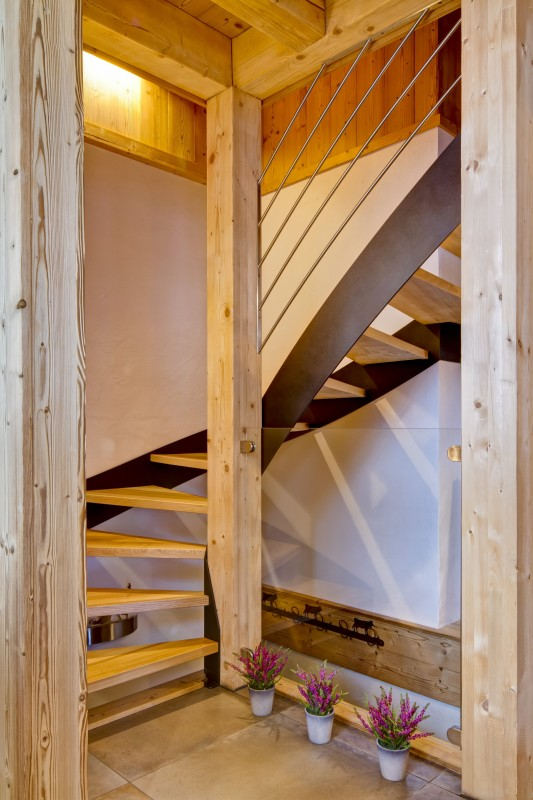 Grand-Canyon-2-escalier-location-appartement-chalet-Les-Gets
