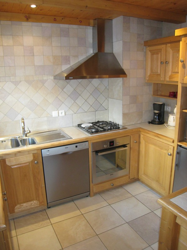 Isba-4-cuisine-location-appartement-chalet-Les-Gets