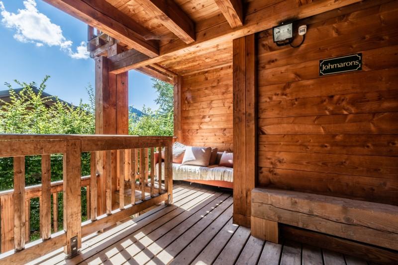 johmarons-exterieur-terrasse-appartement-chalet-les-gets