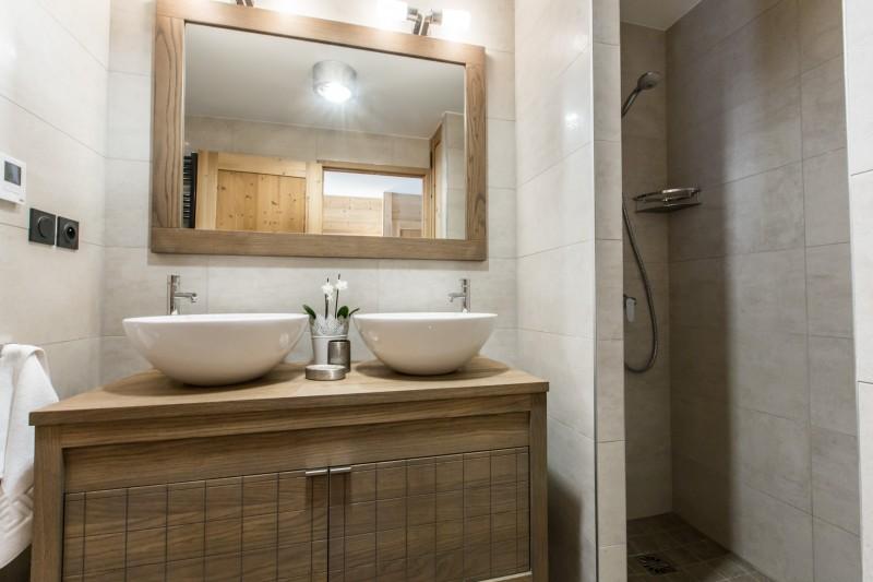 Kilimandjaro-2A-salle-de-bain2-location-appartement-chalet-Les-Gets