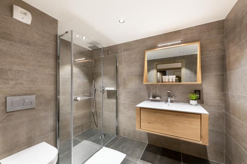 Kinabalu-15-salle-de-bain-location-appartement-chalet-Les-Gets