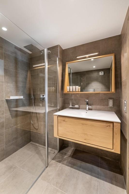 Kinabalu-16-salle-de-bain4-location-appartement-chalet-Les-Gets