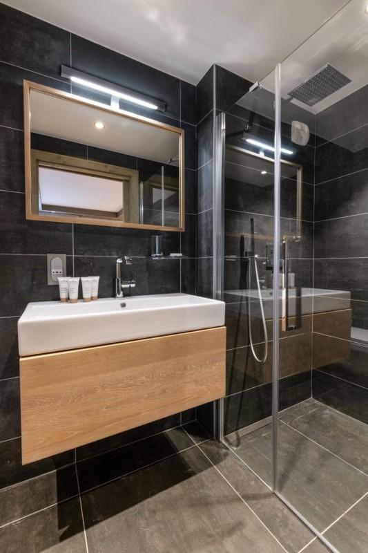 Kinabalu-18-salle-de-bain-location-appartement-chalet-Les-Gets
