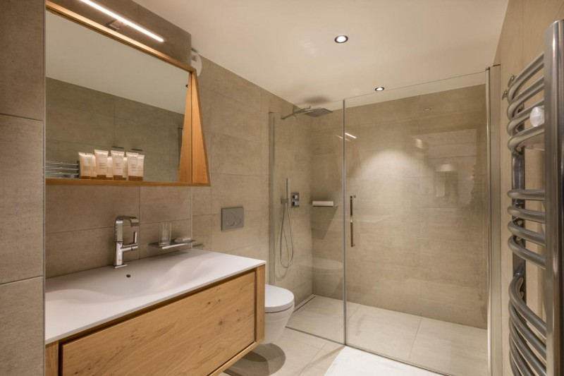 Kinabalu-19-salle-de-bain-location-appartement-chalet-Les-Gets