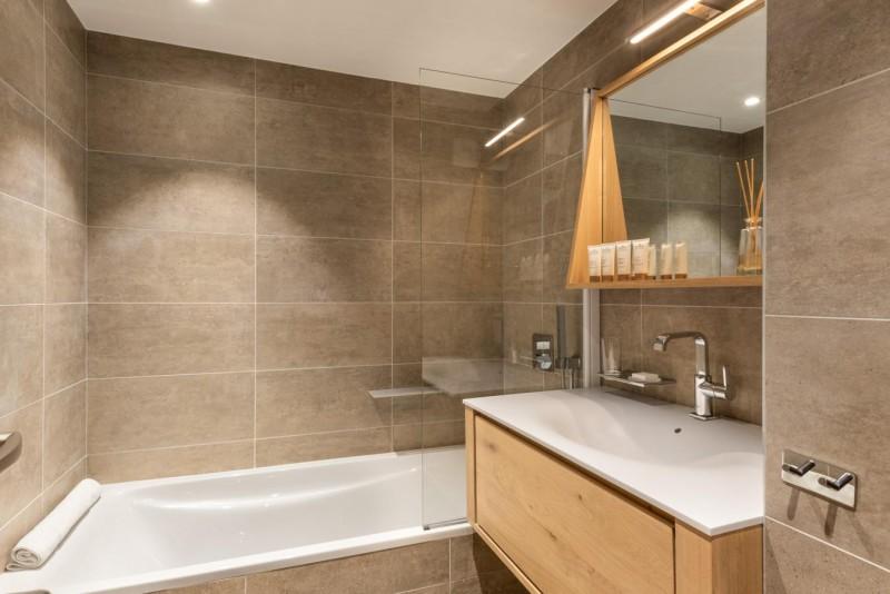 Kinabalu-27-salle-de-bain-location-appartement-chalet-Les-Gets