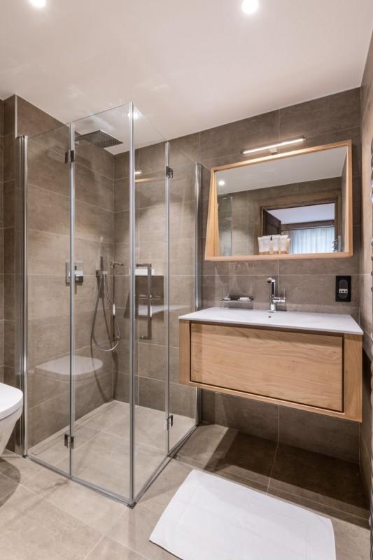 Kinabalu-3-salle-de-bain-location-appartement-chalet-Les-Gets