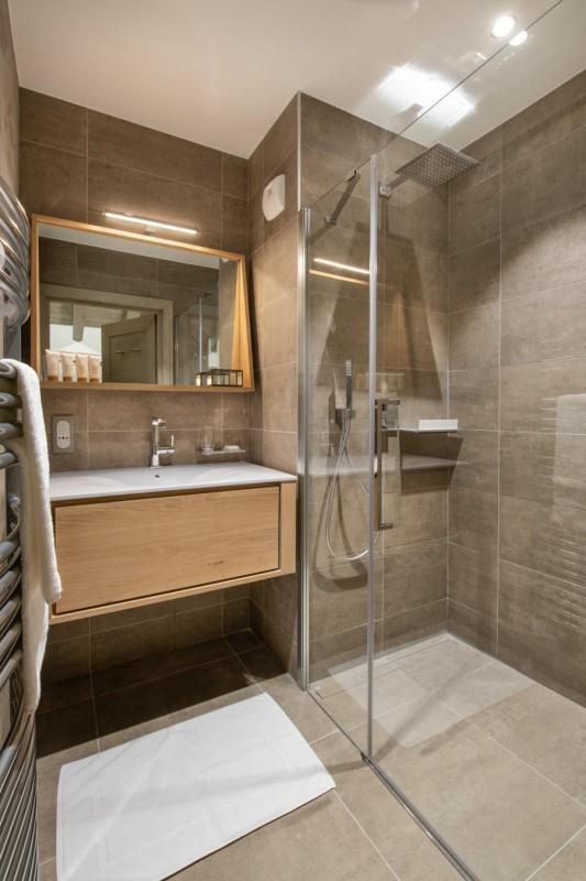 Kinabalu-32-salle-de-bain-location-appartement-chalet-Les-Gets