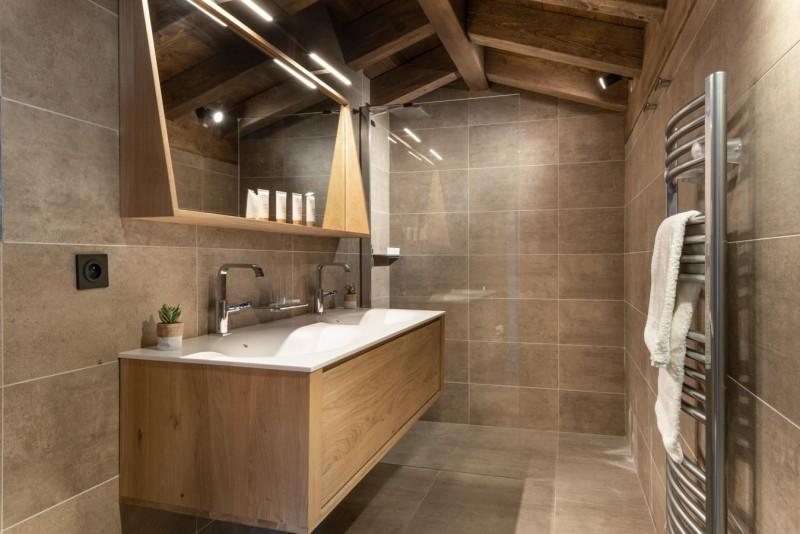 Kinabalu-33-douche-salle-de-bain-location-appartement-chalet-Les-Gets
