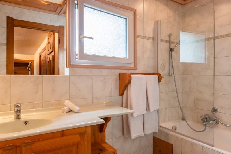 Labrador-3-pieces-mezzanine-6-personnes-salle-de-bain-location-appartement-chalet-Les-Gets