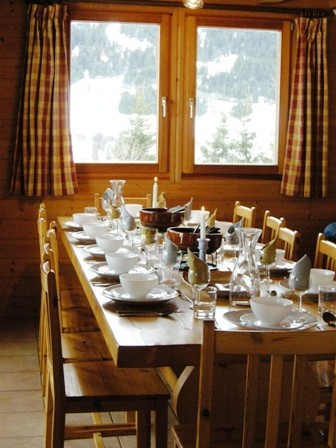 Lapye-salle-a-manger-location-appartement-chalet-Les-Gets