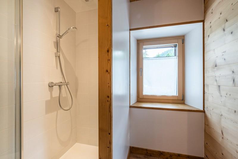 Le-Grand-Pre-salle-de-bain-location-appartement-chalet-Les-Gets