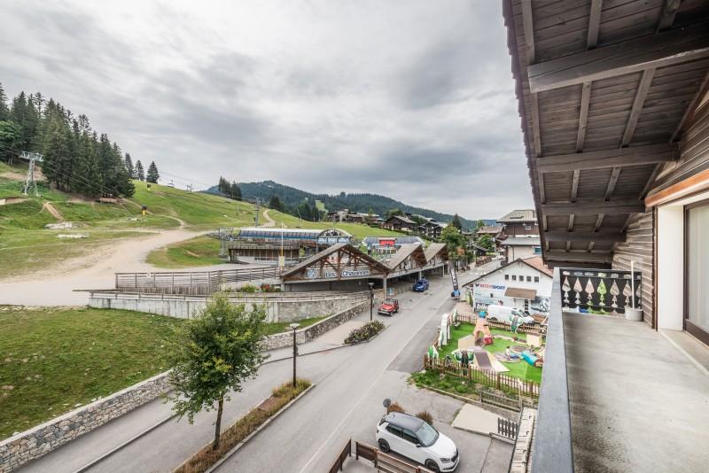 Lou-Baitandys-balcon-vue-pistes-location-appartement-chalet-Les-Gets