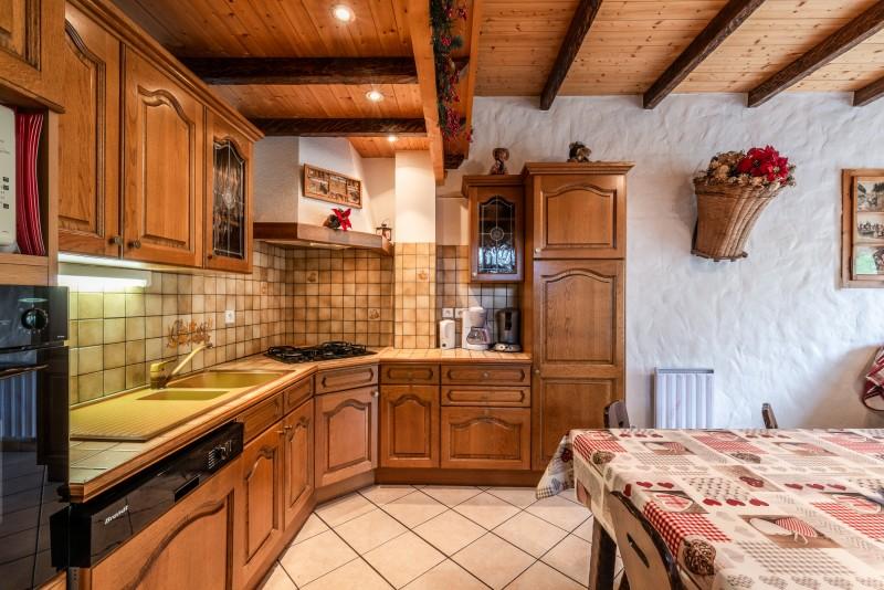 Lou-Baitandys-sejour-cuisine-salle-a-manger-location-appartement-chalet-Les-Gets