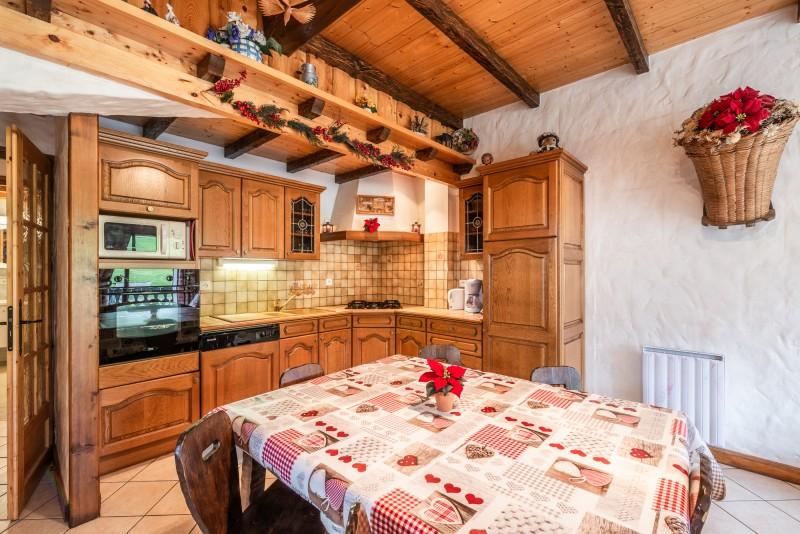 Lou-Baitandys-sejour-salle-a-manger-location-appartement-chalet-Les-Gets