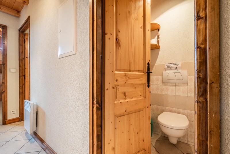 Lou-Baitandys-toilettes-wc-location-appartement-chalet-Les-Gets
