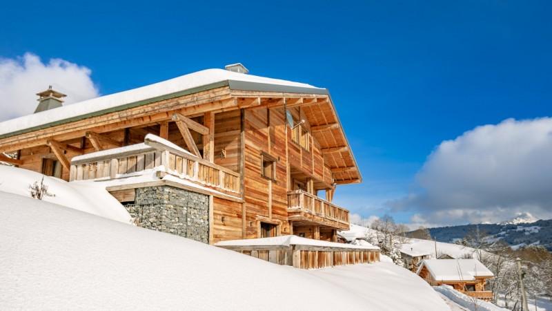 Maison-d-hiver-exterieur-hiver-location-appartement-chalet-Les-Gets