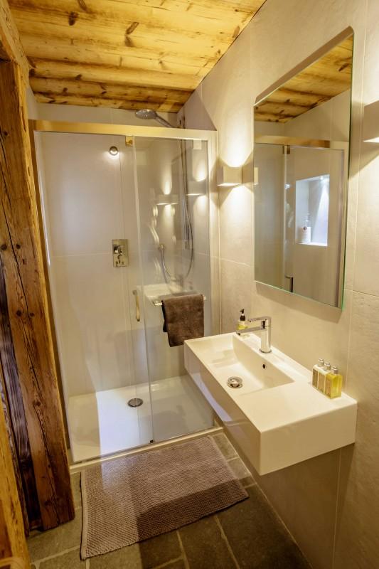Maison-d-hiver-salle-de-bain-location-appartement-chalet-Les-Gets