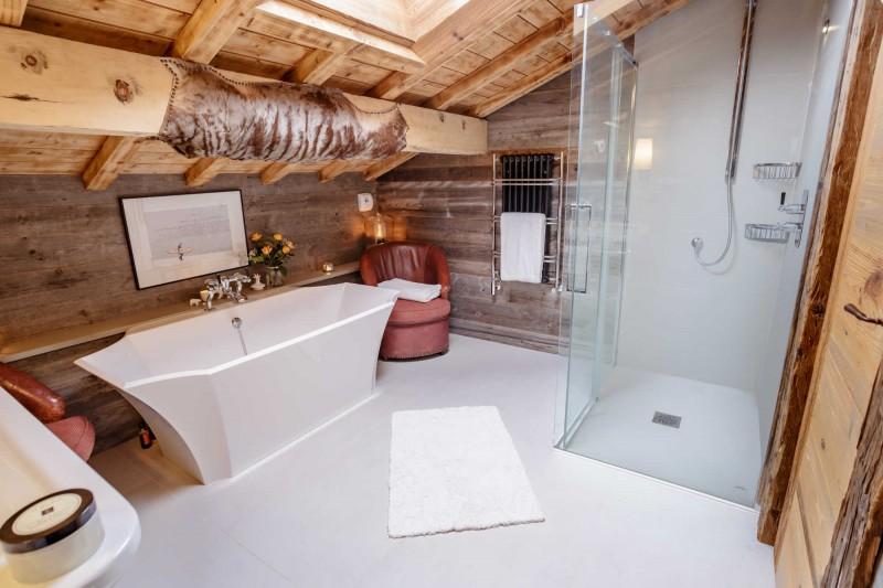 Maison-d-hiver-salle-de-bain3-location-appartement-chalet-Les-Gets