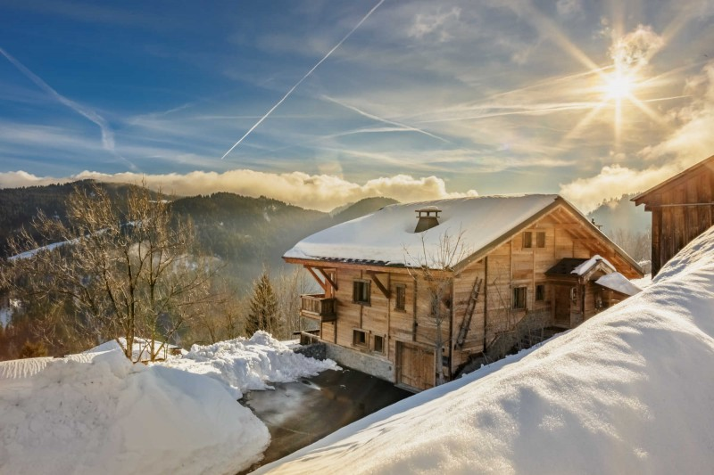 maison-dhiver-chalet-in-sunlight-edit-3579228
