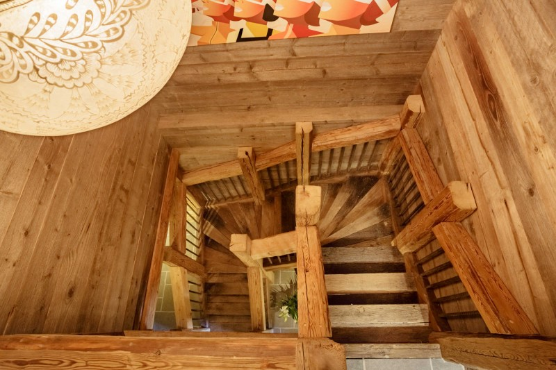 maison-dhiver-main-staircase-3579249