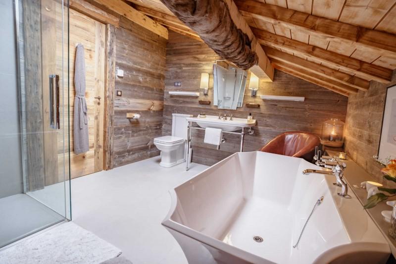 maison-dhiver-second-floor-bedroom-one-en-suite-b-3579254