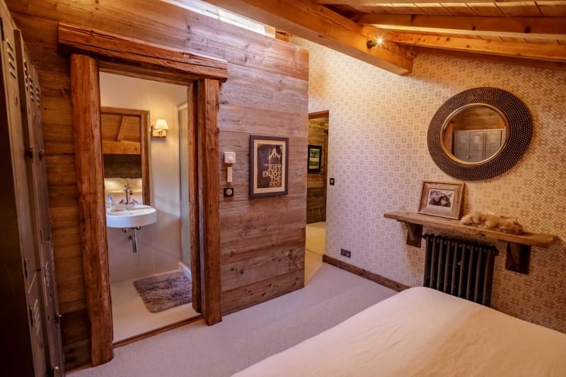 maison-dhiver-second-floor-bedroom-two-en-suite-3579255
