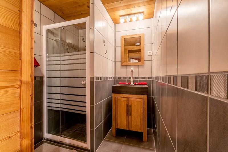 Marcelly-16-salle-de-bain-location-appartement-chalet-Les-Gets