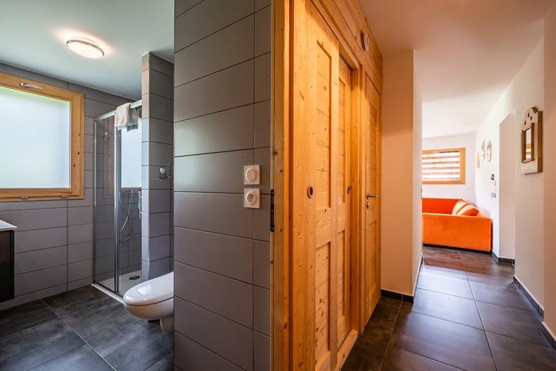 Maroussia-C2-couloir-location-appartement-chalet-Les-Gets