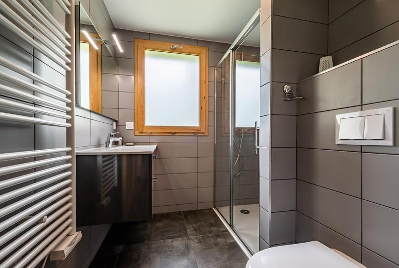 Maroussia-C2-salle-de-bain-location-appartement-chalet-Les-Gets