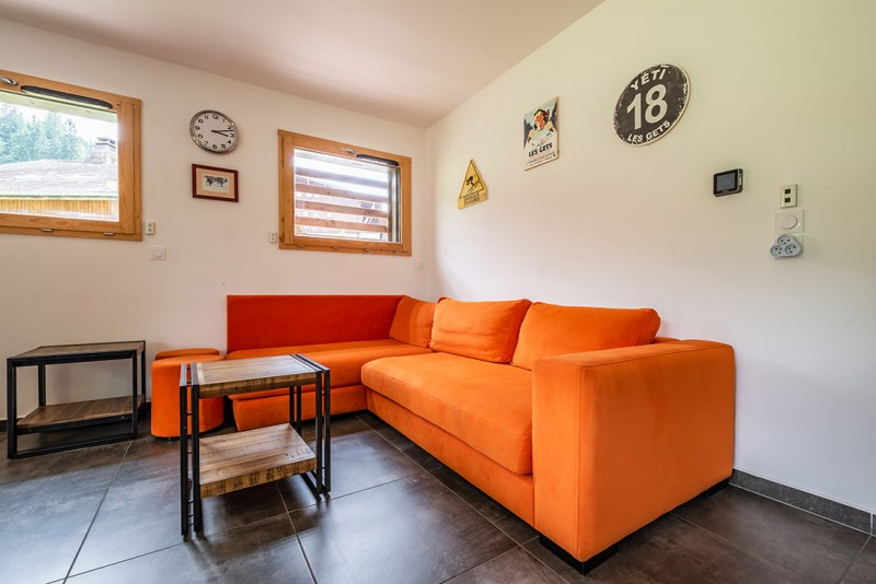 Maroussia-C2-salon-canape-location-appartement-chalet-Les-Gets