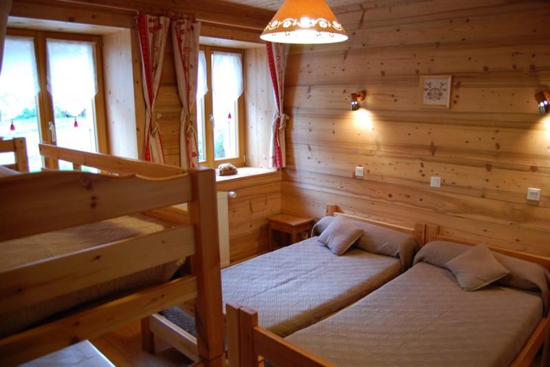 Metrallins-Perce-Neige-chambre1-location-appartement-chalet-Les-Gets