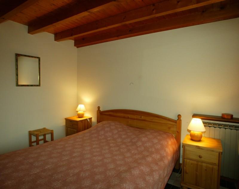 Mont-Caly-chambre-lit-double-location-appartement-chalet-Les-Gets