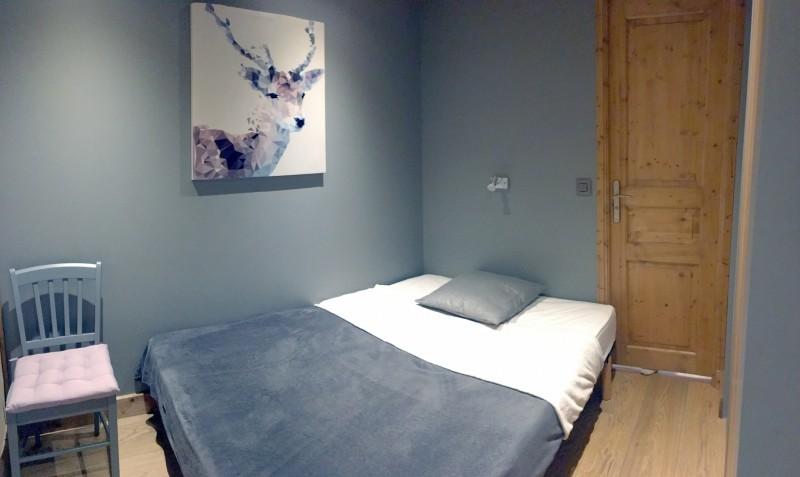 Nancru-chambre-lit-double-location-appartement-chalet-Les-Gets