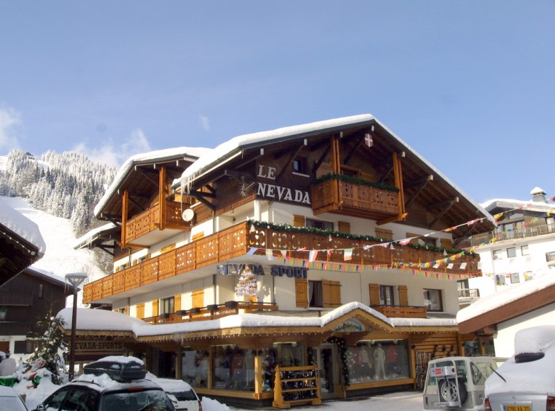 Nevada-2-exterieur-hiver-location-appartement-chalet-Les-Gets