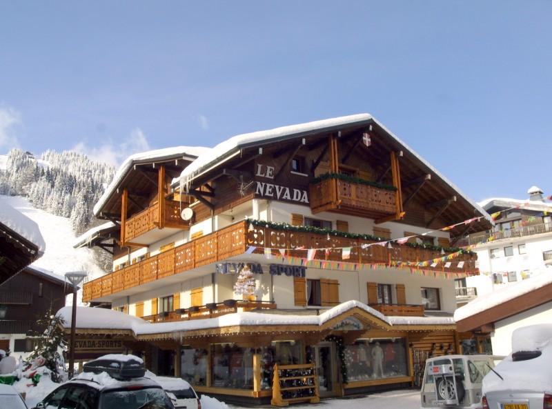 Nevada-7-exterieur-hiver-location-appartement-chalet-Les-Gets