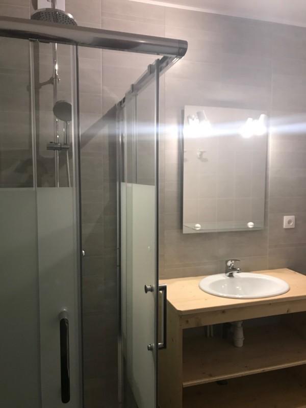 Niemaje-salle-de-bain-location-appartement-chalet-Les-Gets