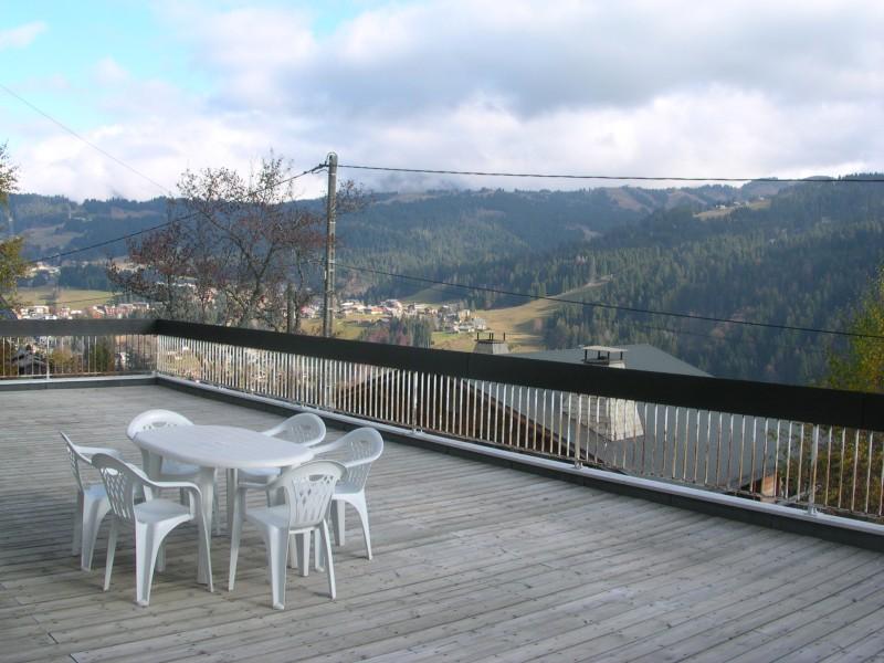 Niemaje-terrasse-ete-location-appartement-chalet-Les-Gets